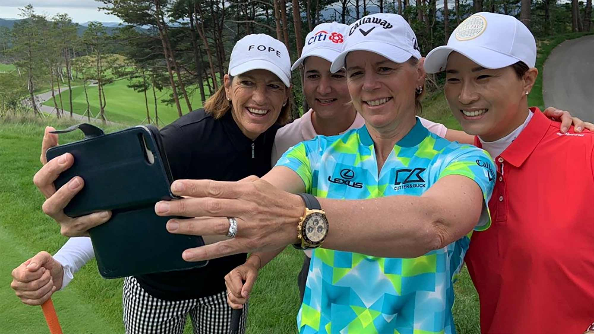 Juli Inkster, Lorena Ochoa, Annika Sorenstam and Se Ri Pak pose for a selfie during the SEOLHAEONE CELLRETURN Legends Match in Korea.