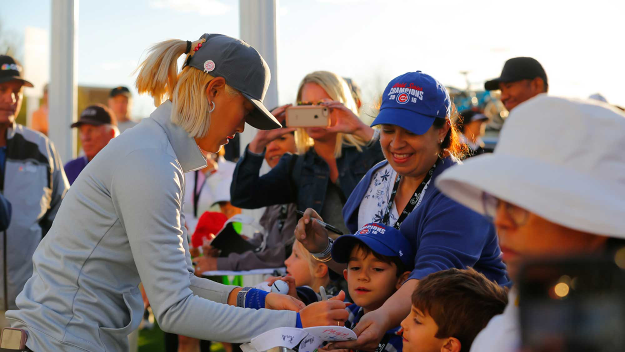 Michelle Wie Signs After Day One of Founders Cup