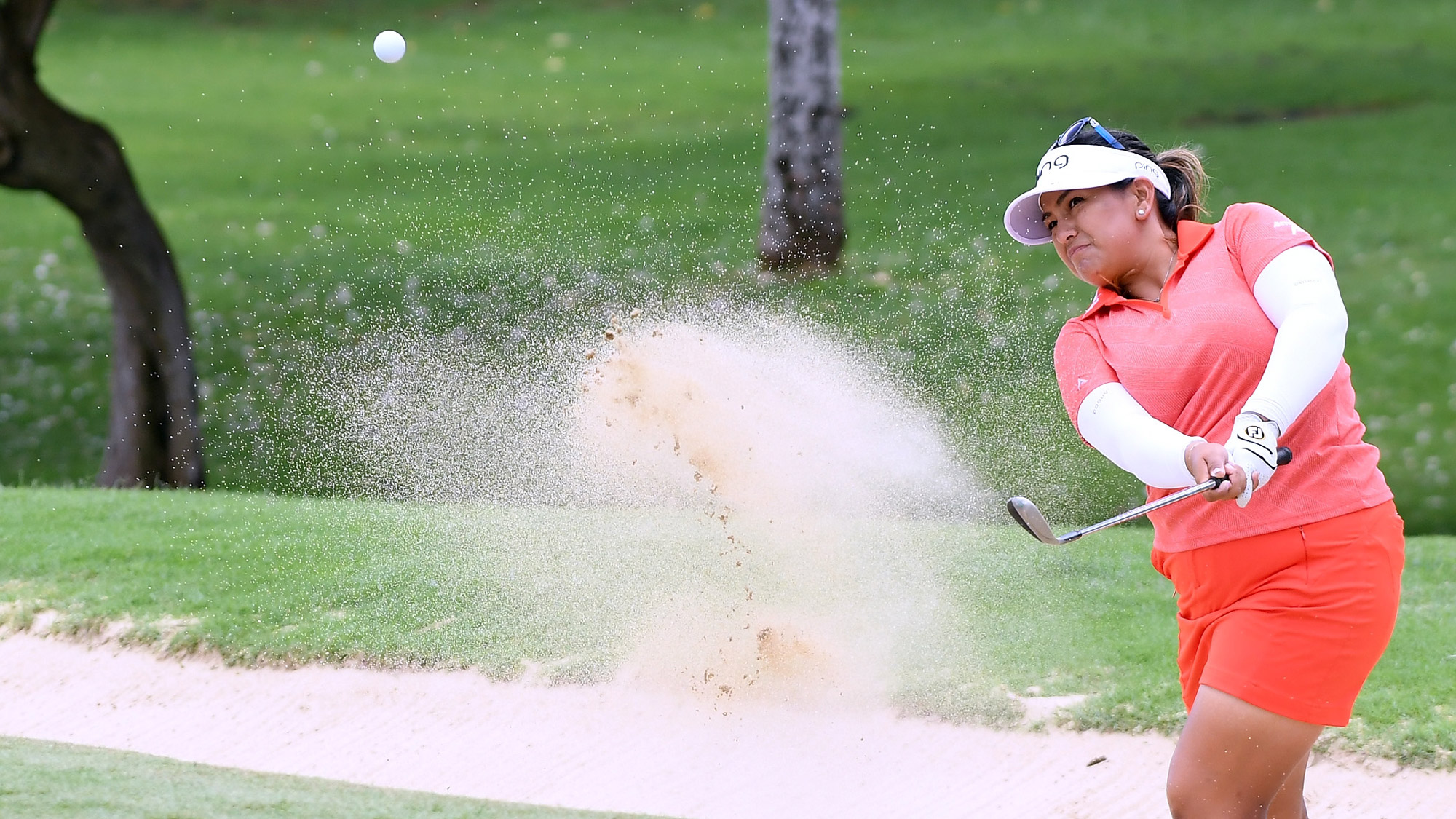 Lizette Salas Plays out of Bunker in Hawaii