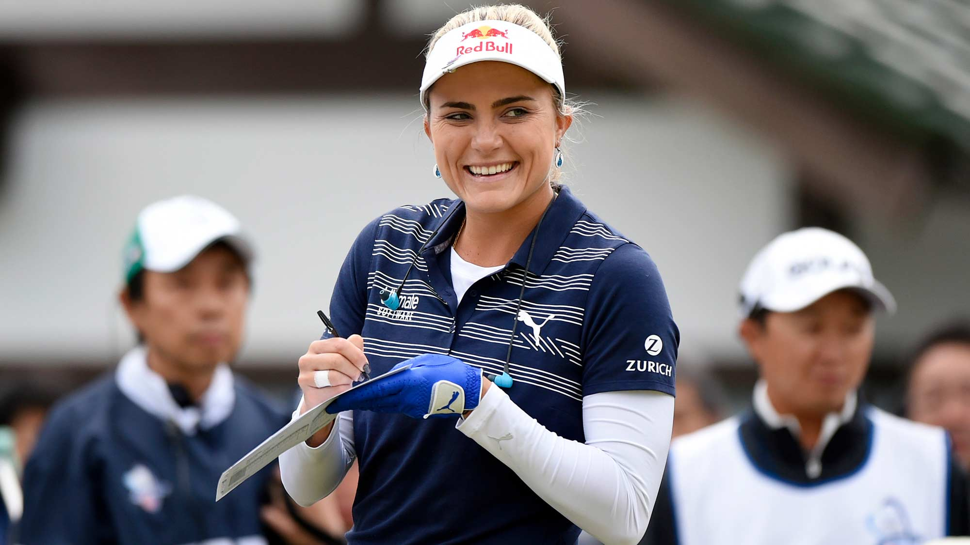 Lexi Thompson signing autographs at the TOTO Japan Classic